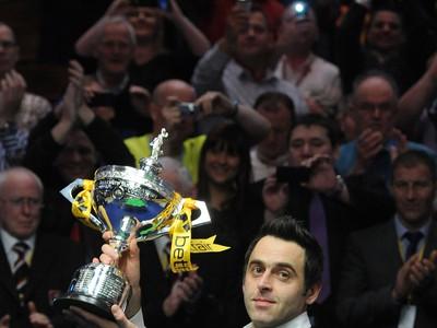 Ronnie O'Sullivan s trofejou