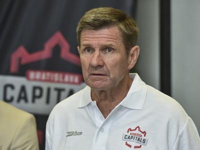 Tréner hokejového klubu iClinic