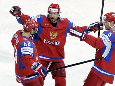 Alexander Svitov (v strede)