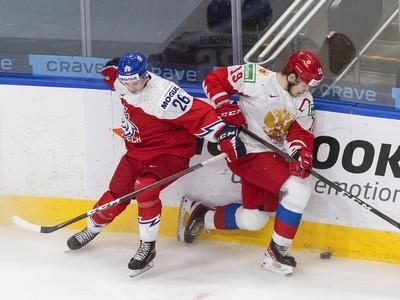 Vasili Podkolzin a Adam Raška v zápase Ruska s Českom