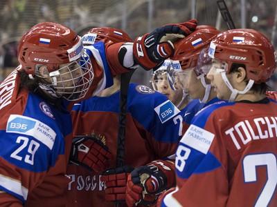 Ruskí mladíci oslavujú gól