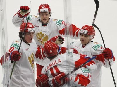 Hráči Ruska oslavujú gól
