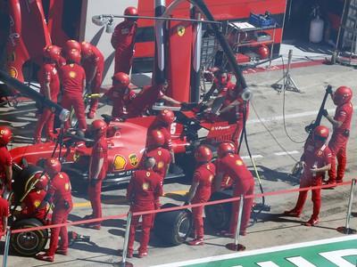 Sebastian Vettel v boxoch