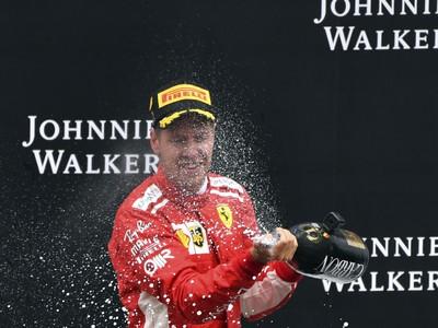 Sebastian Vettel s lahodným šampanským