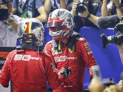 Tímoví kolegovia Ferrari - Sebastian Vettel a Charles Leclerc