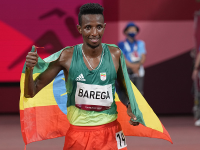 Etiópčan Selemon Barega triumfoval