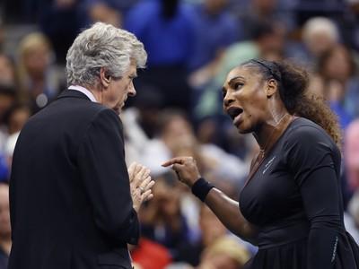 Serena Williams počas hádky s rozhodcom