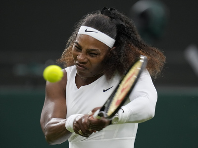 Serena Williamsová pri bekhendovom