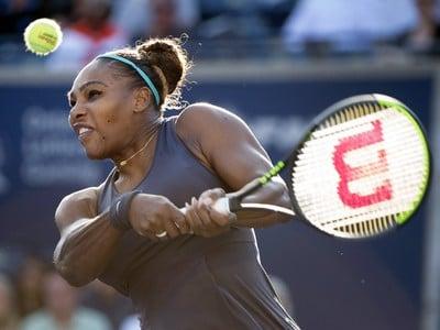 Američanka Serena Williamsová vyradila
