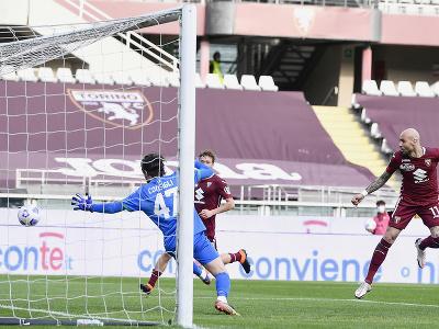 Simone Zaza strieľa víťazná gól do siete Sassuola