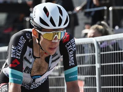 Simon Yates oslavuje víťazstvo v etape