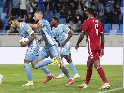 Na snímke zľava strelec druhého gólu Andre Green, Guram Kašia a Ezekiel Henty (všetci Slovan)