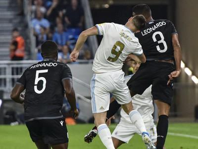Na snímke zľava v popredí Fernando Varela (PAOK Solún), Andraž Šporar (ŠK Slovan Bratislava) a Leo Matos (PAOK Solún)