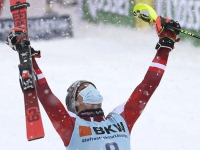 Domáci rakúsky lyžiar Mauel Feller sa teší po triumfe v slalome Svetového pohára vo Flachau