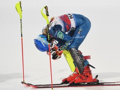 Americká lyžiarka americká lyžiarka Mikaela Shiffrinová sa teší v cieli z víťazstva v nočnom slalome Svetového pohára žien v rakúskom Flachau