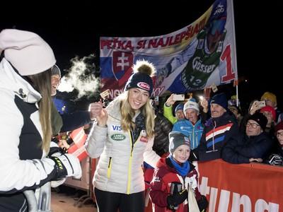 Mikaela Shiffrinová prichádza na žreb vo Flachau