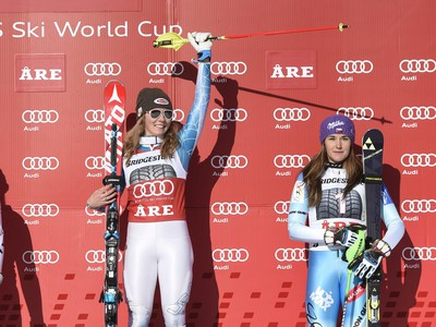 Stupeň víťaziek: Veronika Velez-Zuzulová (vľavo), Mikaela Shiffrinová (v strede) a Šárka Strachová