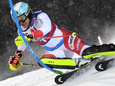 Švajčiarska lyžiarka Wendy Holdenerová na trati počas 1. kola nočného slalomu Svetového pohára žien v rakúskom Flachau