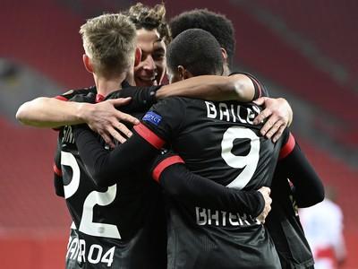 Hráči Bayeru sa tešia z gólov do siete Slavie Praha