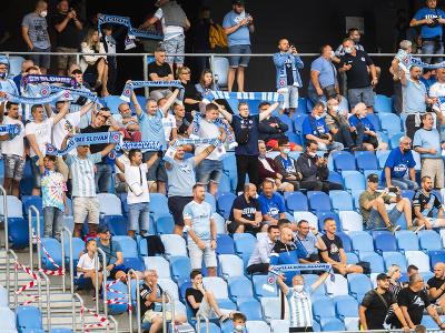 Fanúšikovia Slovana skandujú na tribúne Tehelného poľa