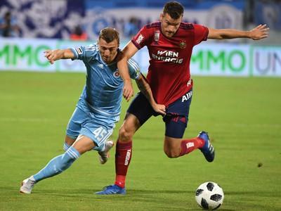 Na snímke vľavo hráč Slovana Aleksandar Čavrič a Mateo Barač (Rapid Viedeň)