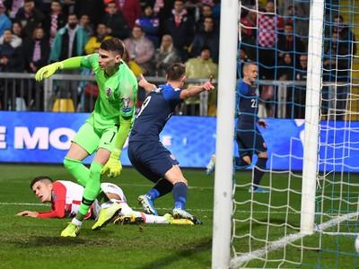 Róbert Boženík strieľa vedúci gól Slovenska