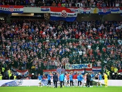 Hráči Chorvátska pred svojimi fanúšikmi