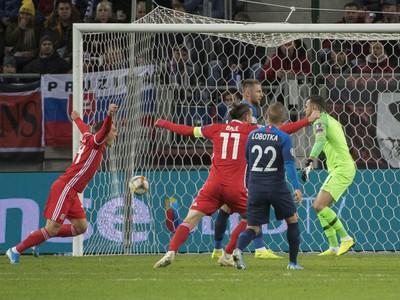 Radosť z úvodného gólu hráčov Walesu