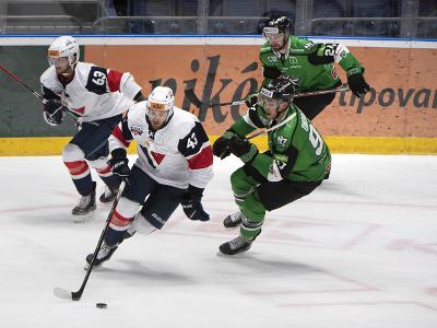 Vľavo Patrik Maier (Slovan)