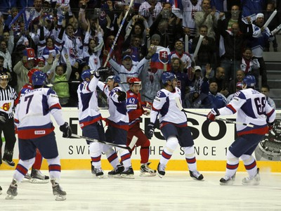 Slováci oslavujú vyrovnávajúci gól