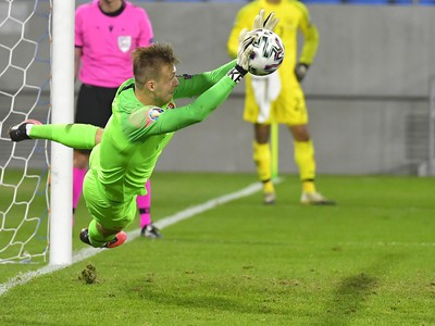 Marek Rodák chytá penaltu