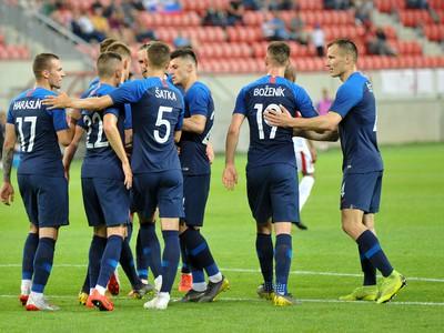 Radosť hráčov Slovenska po strelenom góle v zápase s Jordánskom