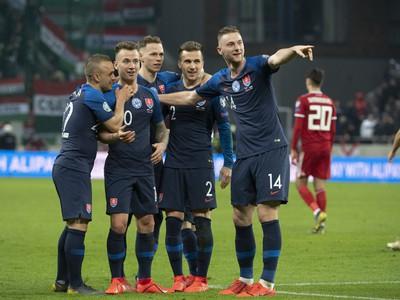 Slovenskí futbalisti zľava Stanislav