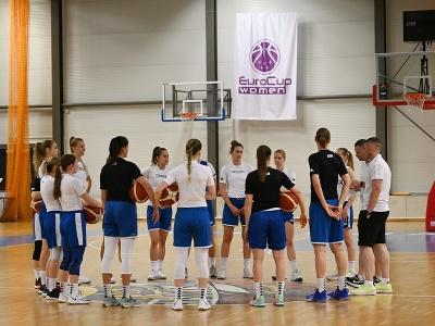 Hráčky a tréneri ženskej