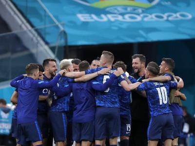 Futbalisti Slovenska oslavujú víťazstvo