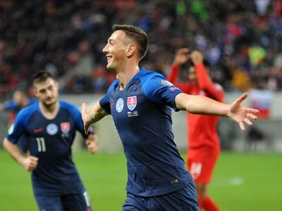 Róbert Boženík oslavuje gól Slovenska