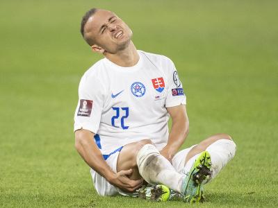 Na snímke zranený slovenský strednopoliar Stanislav Lobotka