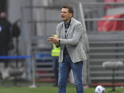 Na snímke tréner Štefan Tarkovič