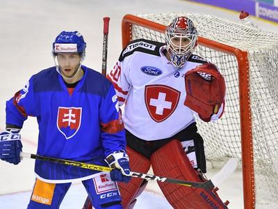 Na snímke vľavo Dávid Gríger (Slovensko) a brankár Melvin Nyffler (Švajčiarsko)