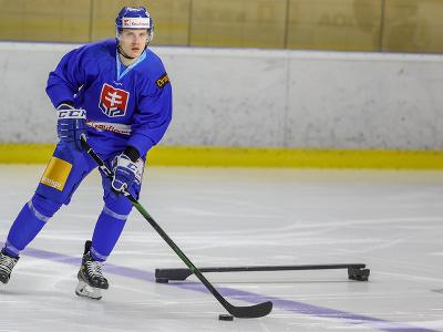 Hokejista Adam Liška počas prípravného kempu slovenskej hokejovej reprezentácie.