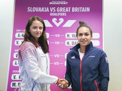 Slovenská tenisová jednotka Viktória Kužmová a vpravo britská jednotka Heather Watsonová