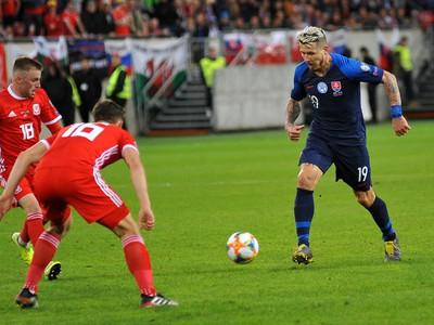 Juraj Kucka sa prediera obranou Walesu