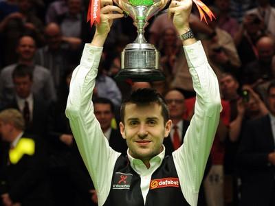 Mark Selby oslavuje triumf