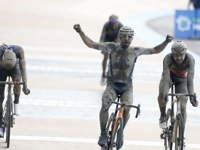 Sonny Colbrelli a jeho víťazné oslavy v cieli pretekov