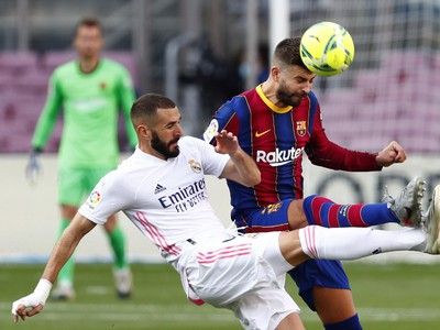 Gerard Piqué a Karim Benzema