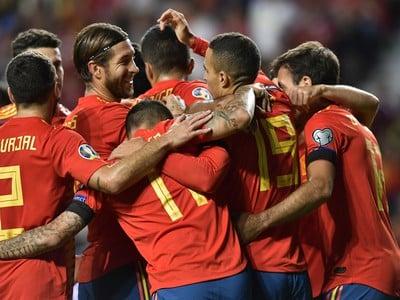 Rodrigo oslavuje so svojimi