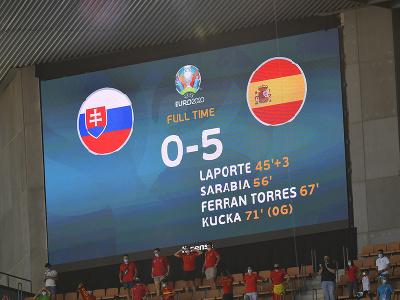 Elektronická tabuľa s výsledkom 0:5 pre Španielsko