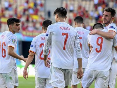 Radosť španielskych hráčov po strelenom góle