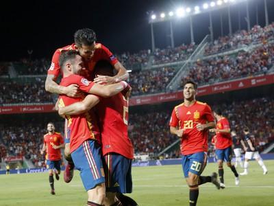 Radosť hráčov Španielska po úvodnom góle