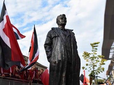 Socha trnavskej legendy Antona